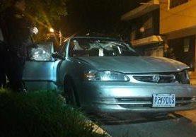 Un vehículo robado y un arma de fuego fueron decomisados luego de un enfrentamiento entre agentes de la PNC y presuntos pandilleros, en San Miguel Petapa. (Foto Prensa Libre: PNC)