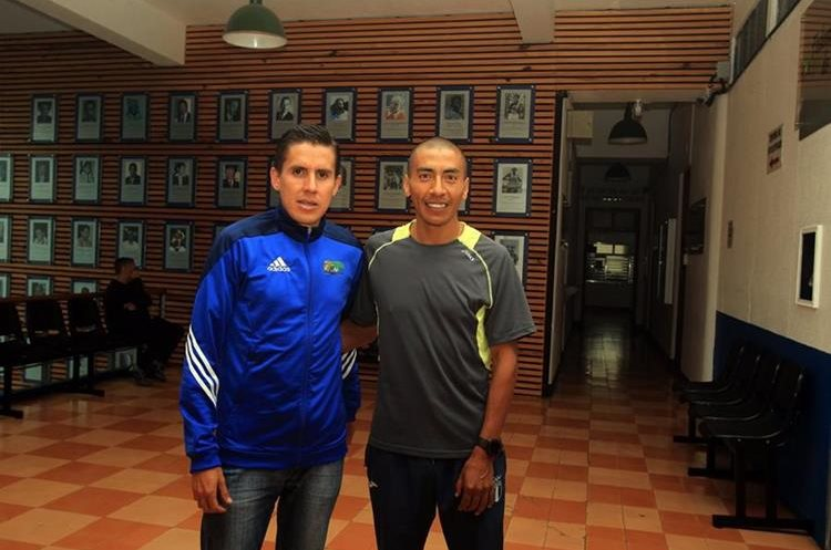 Luis Carlos Rivero y Amado García  correrán  en los 42 kilómetros en el Mundial de Londres 2017. (Foto Prensa Libre: Carlos Vicente)