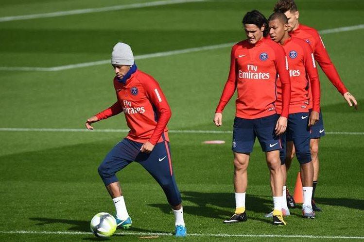 Uno de los objetivos de Neymar al salir del Barcelona es ser un mejor futbolista para poder ganar un balón de oro. (Foto Prensa Libre: AFP)