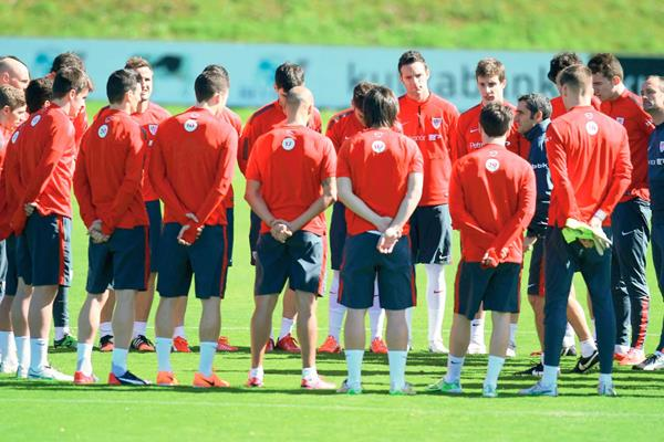 Los jugadores del Athletic Club regresaron ayer a los  entrenamientos con la mente puesta en las finales de la Copa del Rey. (Foto Prensa Libre:  EFE)