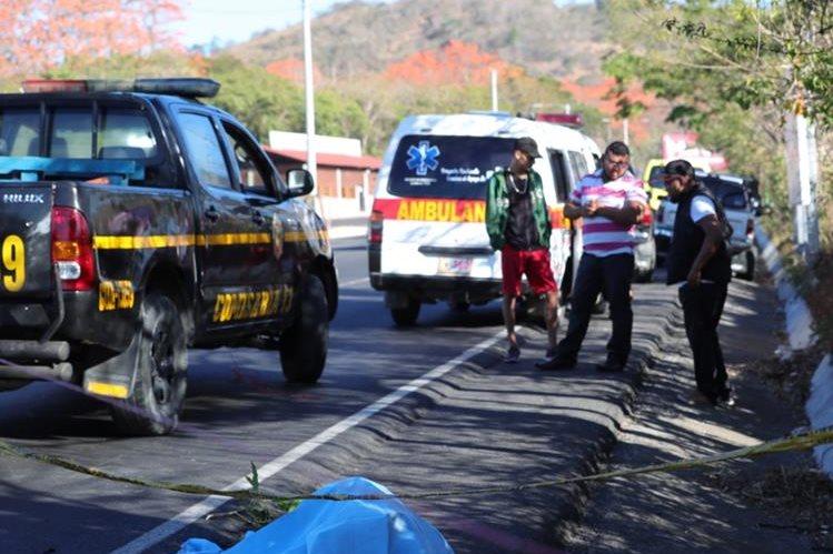 Lugar donde fue asesinado a balazos un hombre de unos 25 años en la ruta a El Salvador, este 8 de febrero. (Foto Prensa Libre: Hemeroteca PL).