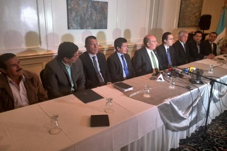 Propuesta de Directiva del Congreso, presidida por Mario Taracena de la UNE. (Foto Prensa Libre: Esbin García)
