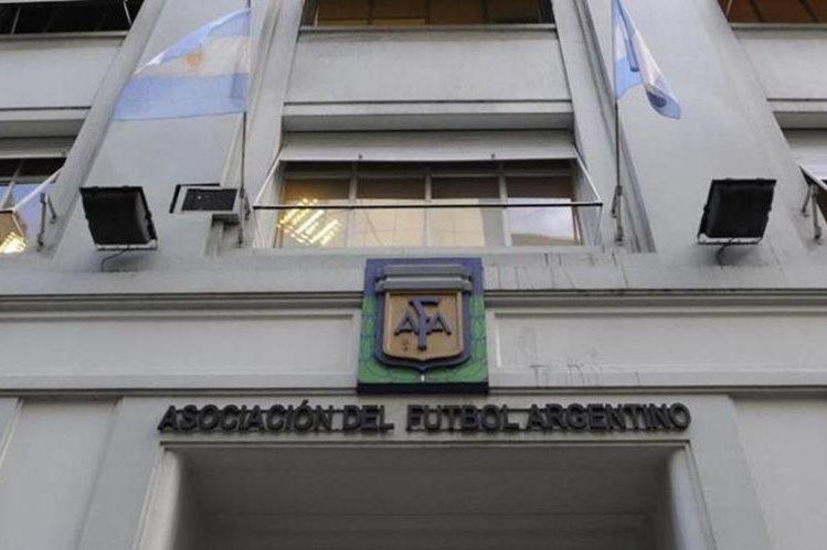 La AFA recibirá a una comisión de la Fifa en un caso similar a lo que pasó en la Federación de Futbnol de Guatemala con la comisión normalizadora. (Foto Prensa Libre: Hemeroteca)