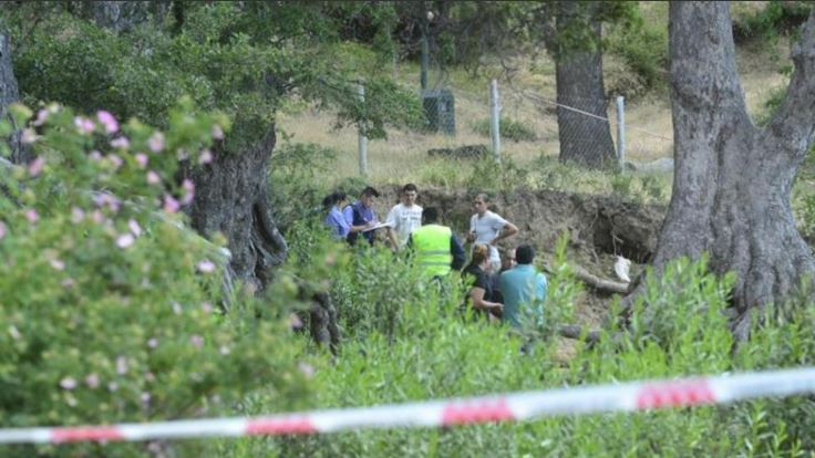Fiscales y curiosos observan el lugar donde murieron los pequeños en Argentina. (Foto: @radiomitre).
