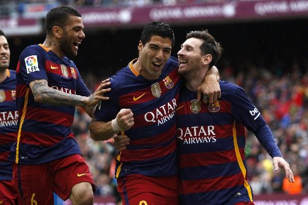 Los jugadores del Barcelona festejaron a lo grande el triunfo. (Foto Prensa Libre: EFE)