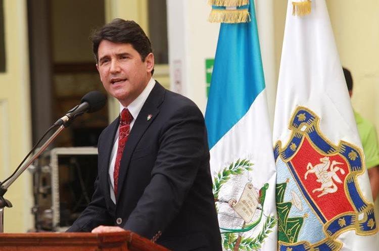 Ricardo Quiñónez, alcalde capitalino, durante una actividad, previo al fallecimiento del exalcalde Álvaro Arzú. (Foto Prensa Libre: Hemeroteca PL)