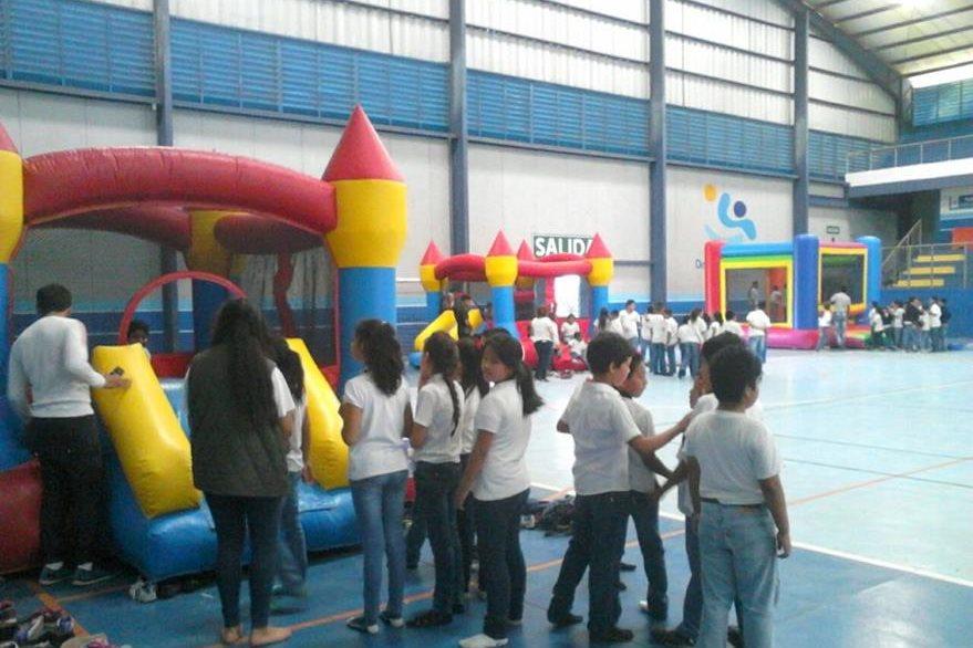 Niños en el complejo deportivo de Panzós, Alta Verapaz celebran el día del niño (Foto Prensa Libre: Minsiterio de Cultura)