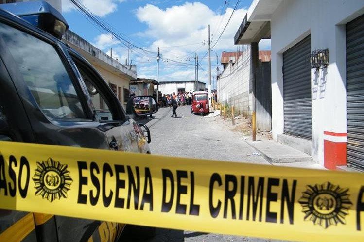 Mardoqueo Sandoval Pérez, de 17 años, murió baleado en la 3ª. avenida y 3ª. calle de la zona 3, Sanarate, El Progreso. (Foto Prensa Libre: Héctor Contreras)