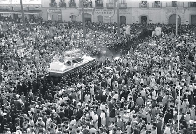 Santo Entierro del Señor Sepultado de Santo Domingo, viernes santo de 1971. (Foto: Hemeroteca PL)