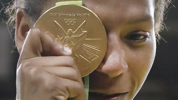 Atletas de diferentes países han dada a conocer el deterioro de las medallas ganadas en Río 2016. (Foto Redes).