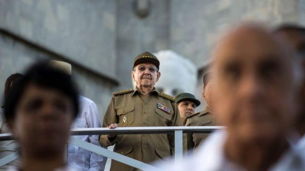 """El gobierno de Raúl Castro celebró el fin de la política """"pies secos, pies mojados"""". (AP)."""