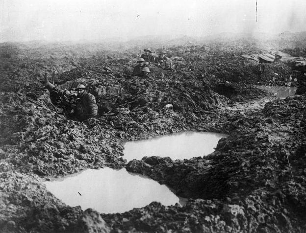 """""""Yo morí en el infierno. Ellos lo llamaron Passchendaele"""", escribió el poeta y soldado Siegfried Sassoon. GETTY IMAGES"""