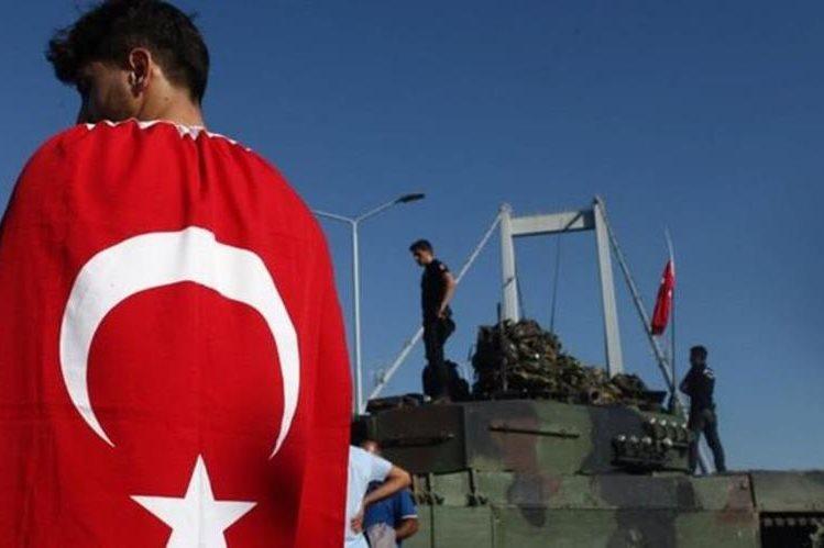 Las escenas observadas en Turquía durante el fin de semana probablemente les trajeron recuerdos a muchos latinoamericanos. AFP