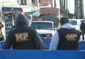 Los comerciantes iban a vender zapatos y otros artículos a ferias en la provincia. (Foto Prensa Libre: Erick Ávila)