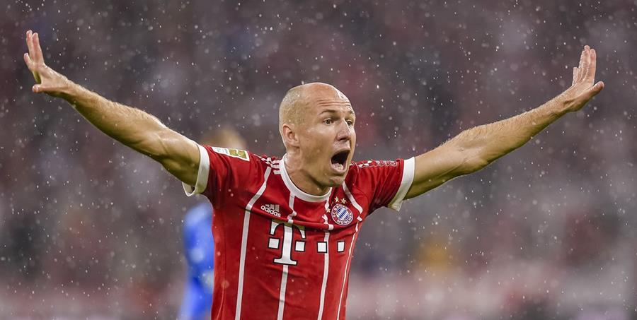 Arjen Robben aseguró que el dinero no marca los goles, respecto a la cantidad que invirtió el PSG en su nueva plantilla. (Foto Prensa Libre: AP)