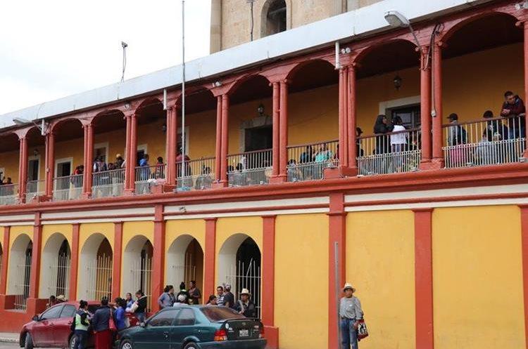 La Gobernación Departamental también fue tomada por docentes el viernes pasado. (Foto Prensa Libre: Héctor Cordero)