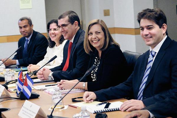 Representantes del Gobierno de Cuba y de EE.UU. participan en la  cuarta ronda de negociaciones. (Foto Prensa Libre:EFE).