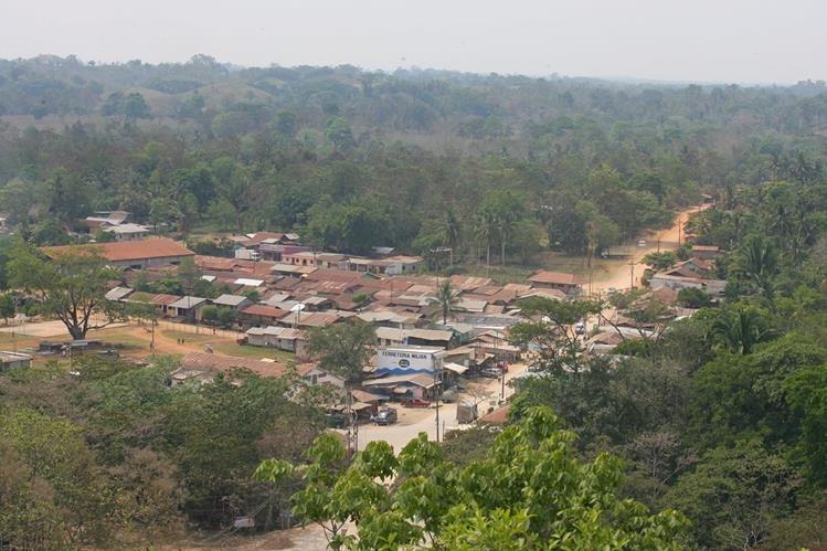 En agosto de 2014, un operativo realizado de la Policía Nacional Civil (PNC), rescató a ocho agentes que fueron retenidos en Raxruhá, Alta Verapaz. (Foto Prensa Libre: Hemeroteca PL)