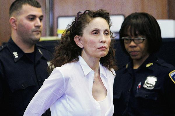 Gigi Jordan, la multimillonaria que mató a su hijo de 8 años que padecía autismo, deberá pasar 18 años presa. (Foto Prensa Libre: EFE).