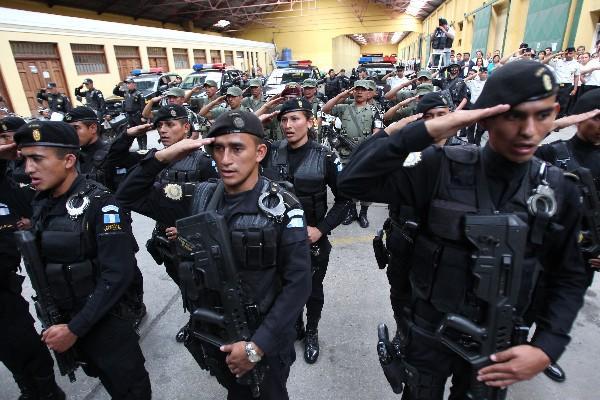 Armas para la pnc ingresan al pa s for Ministerio policia nacional
