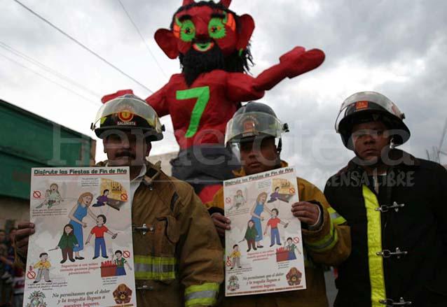 En la actualidad se tiene más conciencia a la hora de realizar la quema del diablo y se toman las debidas precauciones y evitar accidentes. (Foto: Hemeroteca PL)
