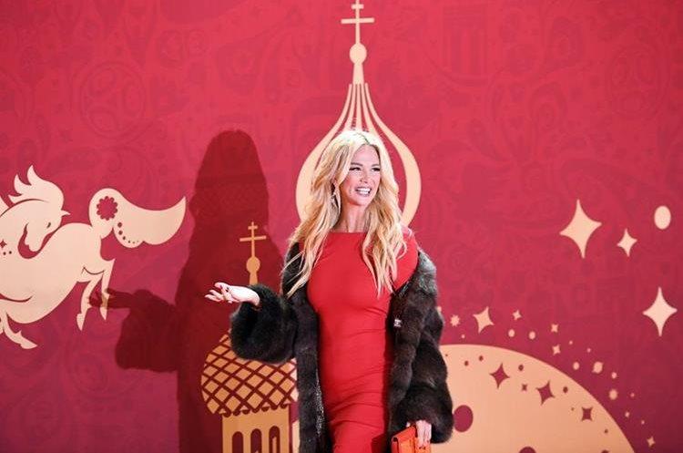 La modelo Victoria Lopyreva, embajadora de la Copa Mundial de la FIFA (Foto Prensa Libre: AFP).