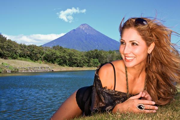 Cantante guatemalteca graba serie para YouTube sobre la creación musical. (Foto Prensa Libre: Kike San Martin).