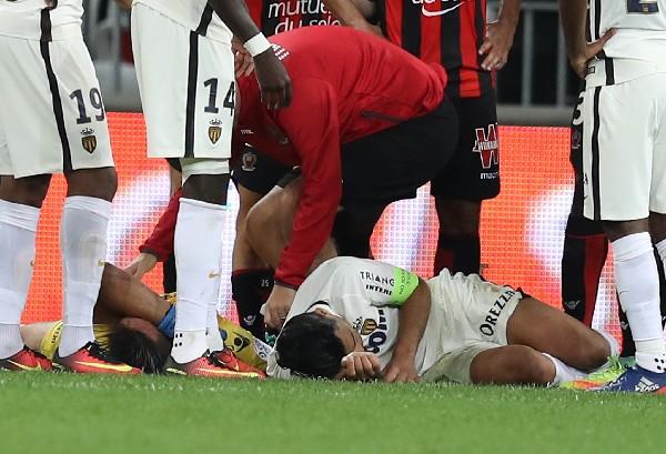 Radamel Falcao se lesionó este miércoles en el partido del Mónaco contra el Niza. (Foto Prensa Libre: AFP).