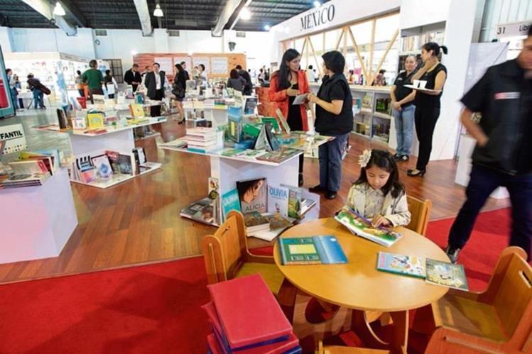 La Feria del Libro es una oportunidad para conseguir buena literatura. (Foto Prensa Libre. Hemeroteca PL)