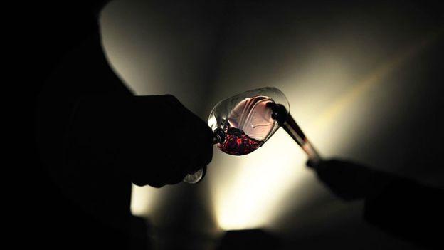 Una copa de vino para entender un teorema clave en la física. AFP/GETTY IMAGES