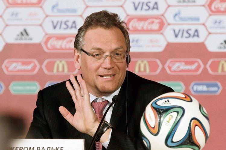 El Secretario de la FIFA, Jerome Valcke durante la conferencia de prensa ante los medios internacionales. (Foto Prensa Libre: EFE)