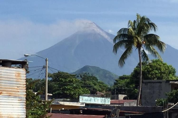 Volcán de Fuego entra en fase eruptiva. (Foto Prensa Libre: Carlos E. Paredes)