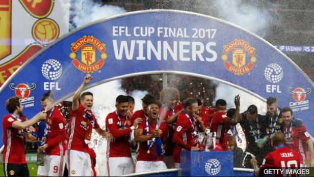 Manchester United ya sumó un título de la mano de Mourinho, la Copa de la Liga, pero todavía está lejos de la clasificación a la Champions.