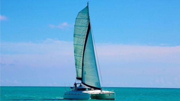 El catamarán Destiny II fue escogido porque tienen una velocidad similar a la de la carabela la Santa María. JON NICKON/EYESPICE.COM