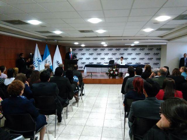 Representantes de International Justice Mission y el Ministerio Público firman convenio de cooperación para investigar casos de violencia sexual. (Foto Prensa Libre: Esbin García)