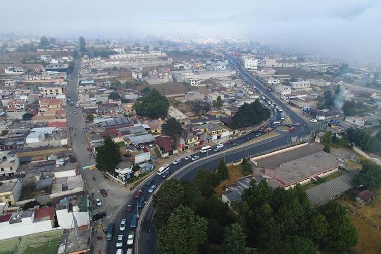 Panorámica del congestionamiento vial que se forma desde la Colonia El Maestro hasta la entrada a La Esperanza. (Foto Prensa Libre: Cortesía)