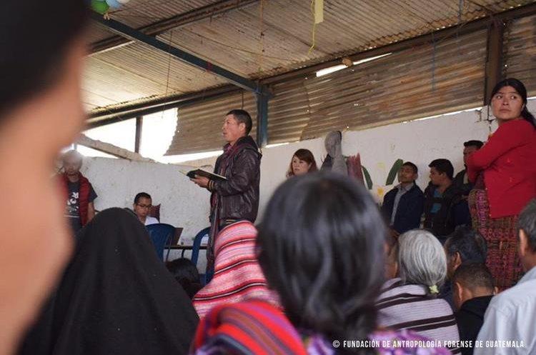 Familiares esperan que les entreguen osamentas de víctimas del conflicto. (Foto Prensa Libre: Cortesía FAFG)