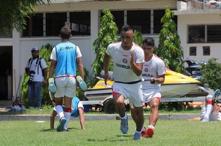 Brailin de León sufre una lesión en la rodilla izquierda. (Foto Prensa Libre: Raúl Juárez)