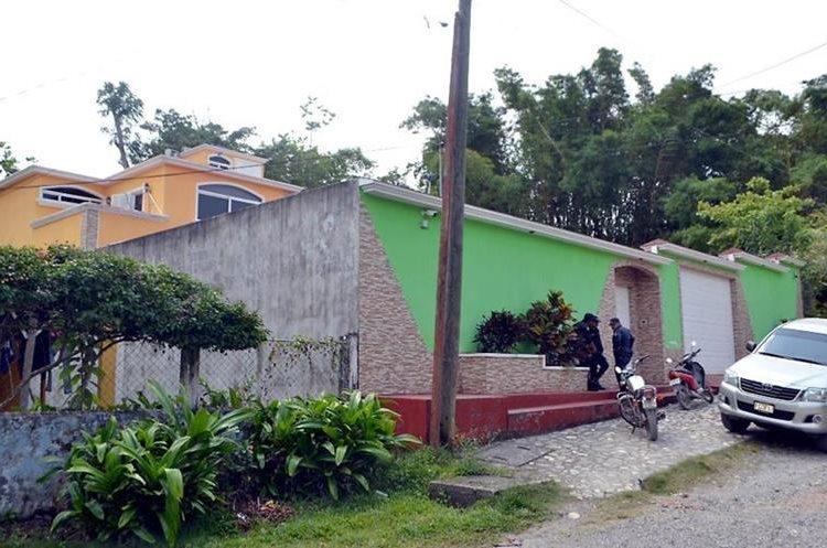 Residencia en la que fue detenida Claudia Rebeca Madrid Cerritos, secretaria del Juzgado de Primera Instancia Penal de Puerto Barrios. (Foto Prensa Libre: Dony Stewart)