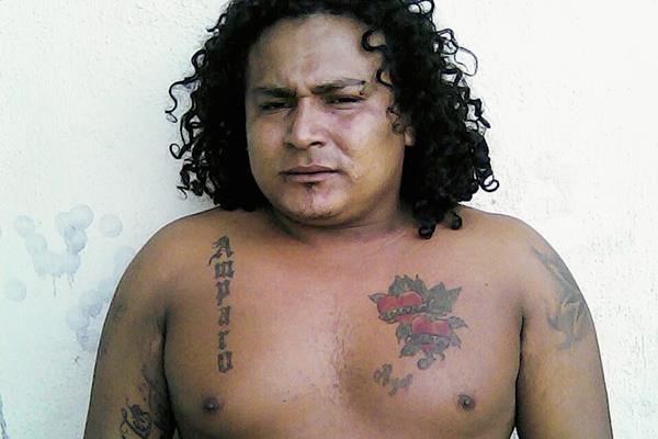 Edwin Estalón González Jiménez, de 25 años, fue capturado en Cuilapa, Santa Rosa, sindicado de distribuir droga. (Foto Prensa Libre:)