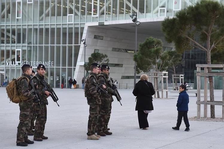 Los detenidos son investigados por su relación con los atentados en París. (Foto Prensa Libre: AFP).
