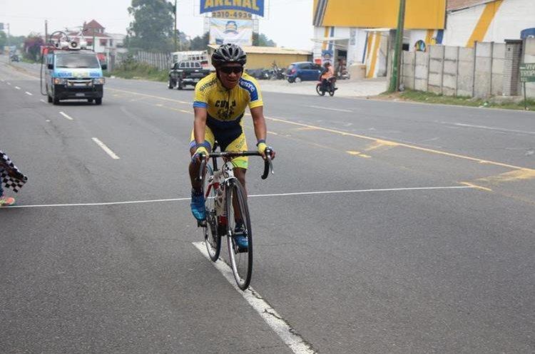 Mardoqueo Vásquez también fue victima de los imprudentes al volante. (Foto Prensa Libre: Cortesía Fedeciclismo)