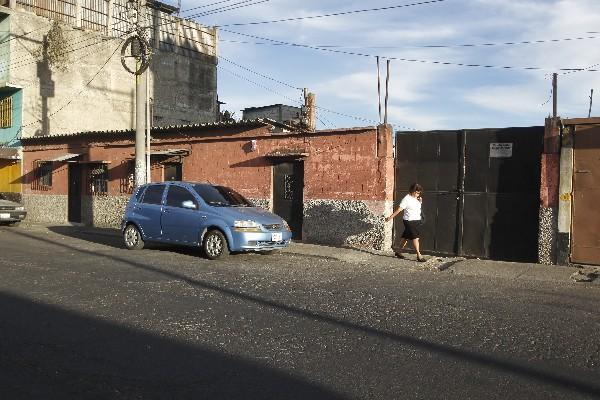 La vivienda donde fueron asesinadas las cuatro mujeres se encuentra en un sector de casas de alquiler y comercios que conecta con  la calzada San Juan.