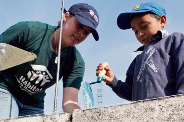 Con apoyo de voluntarios, la construcción de vivienda social es posible.