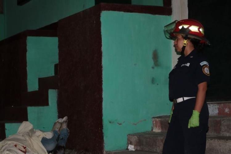 Ataque armado en la colonia Alameda 4, zona 18. (Foto Prensa Libre: CBM)