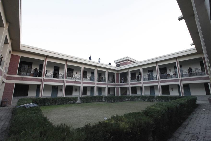 Vista del patio en la universidad Bacha Khan del norte de Pakistán. (Foto Prensa Libre: EFE).