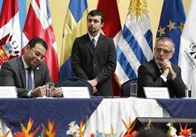 El presidente Jimmy Morales y el comisionado Iván Velásquez durante la presentación del informe anual de labores de la Cicig, en noviembre de 2016. (Foto Prensa Libre: Hemeroteca PL).
