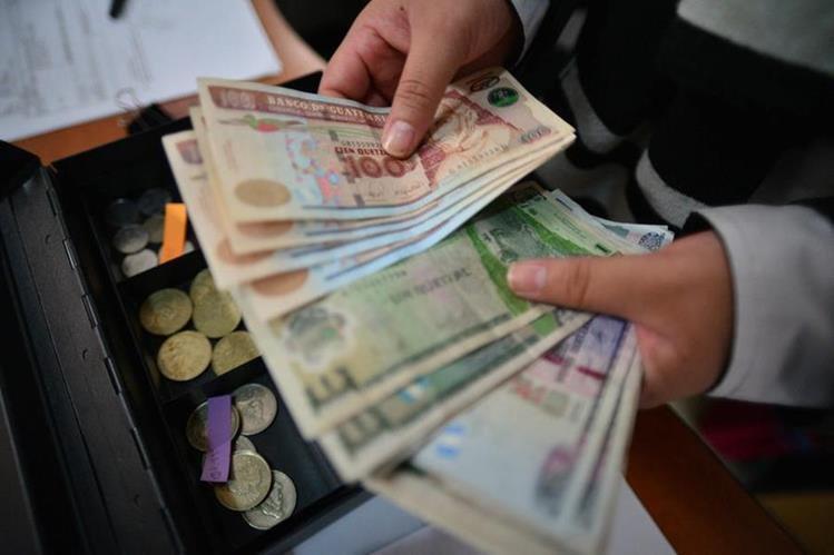El pago de esa prestación aumenta el dinero circulante en el país. (Foto Prensa Libre: Hemeroteca PL)