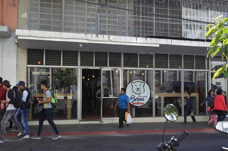 La empresa continúa dando servicio a los clientes. (Foto Prensa Libre: Carlos Hernández)