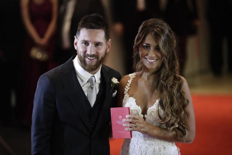 Lionel Messi se casó con Antonella Roccuzzo, el viernes en su natal Rosario. (Foto Prensa Libre: AP).